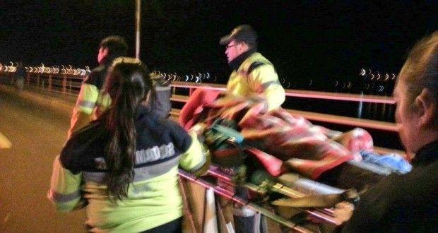 Vehículo con 5 ocupantes cayó al rio Bíobío en puente Juan Pablo II de Concepción   Diario Penquista