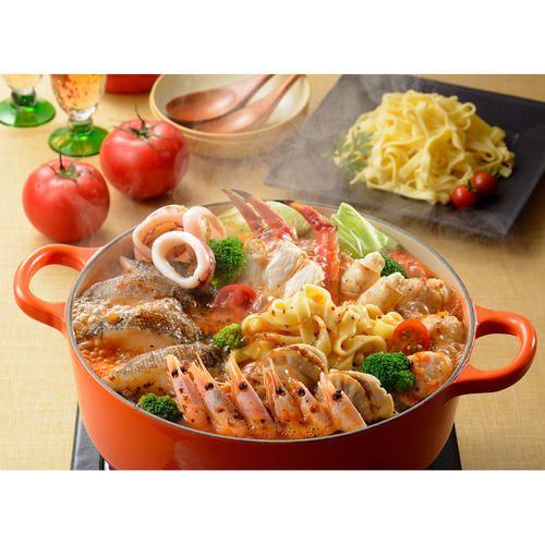 北海道小樽にある、坂の上のレストラン「なつ家」で作られた旨味たっぷりの鍋専用のトマトたれは、北海道仁木町近郊で収穫された糖度が高いトマトを使用。海鮮素材とも相性が良くアツアツの「トマト鍋」にはぴったりです。締めには残りタレに平打パスタを入れひと煮立ちさせ、スープパスタをぜひお楽しみください。