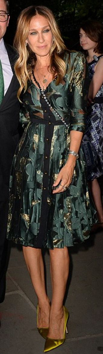 Who made  Sarah Jessica Parker's green satin pumps, crystal handbag, and print dress?