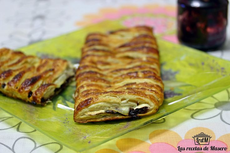 Trenza de hojaldre caramelizada de queso brie y mermelada de moras