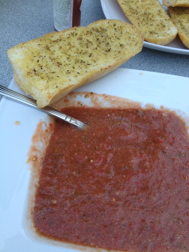 Gazpacho mit Knoblauchbaguette | Speisekarte | Pinterest | Gazpacho