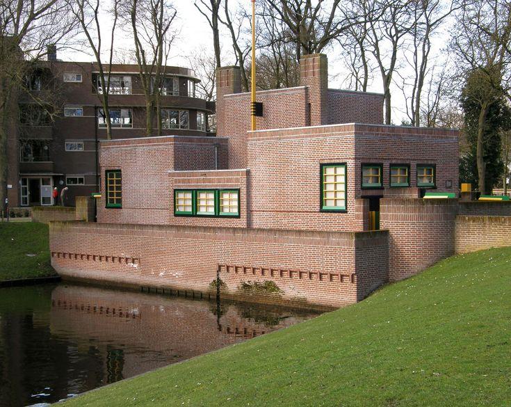 Door Dudok ontworpen pomp gebouw bij Laapersveld, Hilversum (NL) | Flickr - Photo Sharing!
