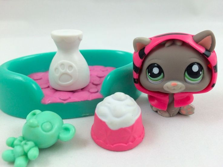 Littlest Pet Shop RARE Baby Kitten #1607 w/RARE Pink Hoodie, Bed & Accessories #Hasbro