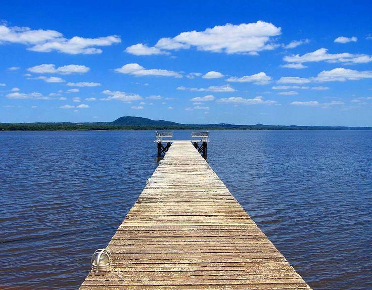 Muelle de San Blas en San Bernardino, a orillas del Lago Ypacaraí, departamento de Cordillera-Paraguay, a 40 km de Asunción.  Fotografía: santif3 📸 #ciudadespy #turismoparaguay #turismopy #travel #paraguay 📷