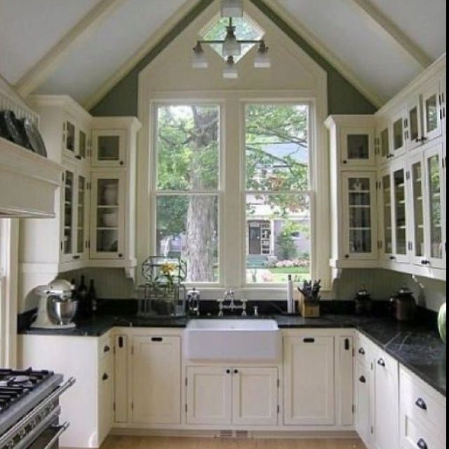 kitchenCottages Kitchens, Kitchens Design, Big Windows, Dreams House, Design Kitchen, High Ceilings, Vaulted Ceilings, White Cabinets, White Kitchens