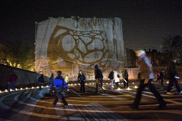 Noc Muzeów: instalacje świetlne w Fabryce Wódek Koneser