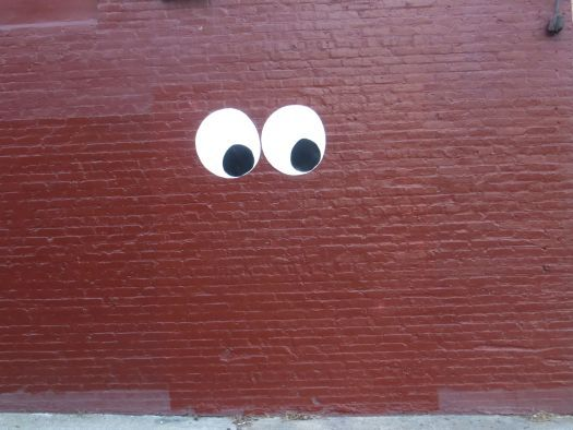 Giant googly eyes uncustomary art street mural for Large googly eyes crafts