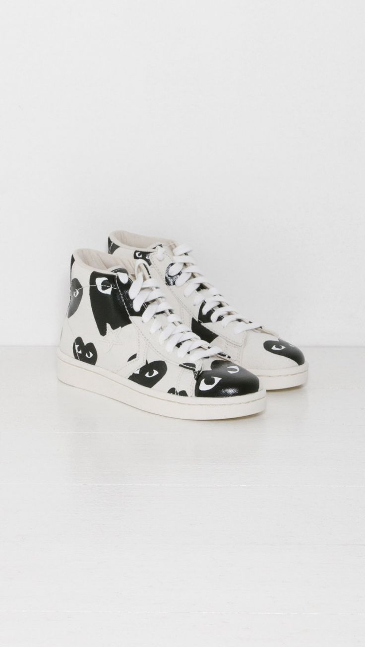 Play Comme des Garçons Play Converse Pro Leather in White and Black Heart | The Dreslyn