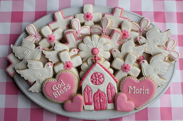 Cute and modern christening cookies.