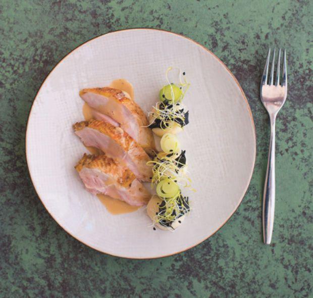 Koffer van fazant met knolselderijmousse, hoorntjes des overvloeds en manzanilla-roomsaus - Recepten - Culinair - KnackWeekend.be