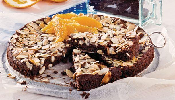 Supernem og lækker! Denne chokoladekage er næsten som konfekt. Servér den som dessert med vaniljeis og frisk appelsin eller nyd den bare til en kop kaffe.