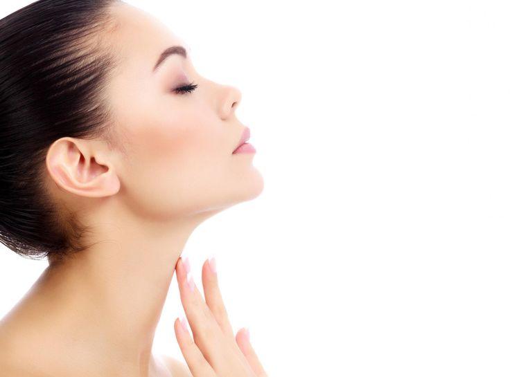 Exagérez votre sourire pour faire travailler vos joues Par de petits exercices, il est possible de faire travailler les muscles de son visage et de brûler les graisses situées à cet endroit.