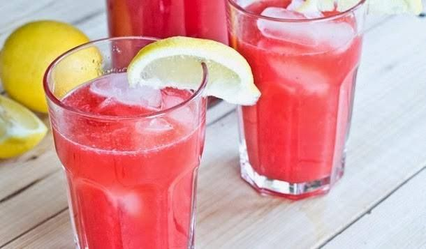 ¿Estás buscando una receta de Bebida para Verano? Aquí está! #Bebida_de_Frambuesa #recetas #bebidas #verano #frambuesa #tomillo #ginebra #limón #hielo