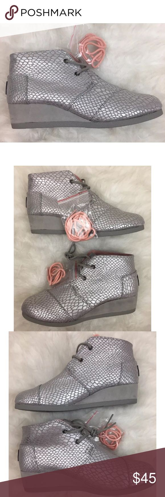 """Toms Desert Wedge Metallic Silver Youth Sz 4 New without box. Comes with extra pink laces. Heel height is 1 1/2"""" TOMS Shoes Boots"""