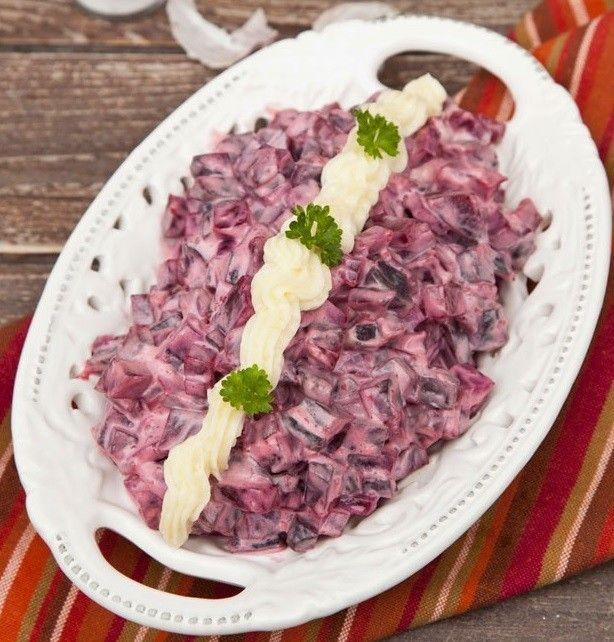 A férjem, aki egyébként nem rajong a cékláért, nagyon szerette ezt a salátát. Ráadásulméregtelenít, szépít, valamint erősíti az immunrendszert!...
