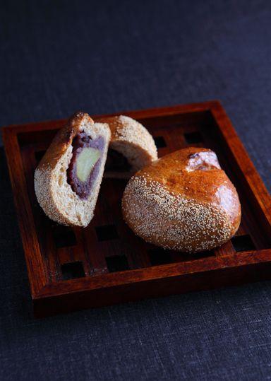 麦こがしの栗あんぱん のレシピ・作り方 │ABCクッキングスタジオの ... 昔なつかしい味麦こがしを生地に加え、栗がごろんと入ったあんを包み栗の形に成形、日本茶によくあうパンです。いい香りにそそられて焼きたてを食べてあんこでヤケド ...
