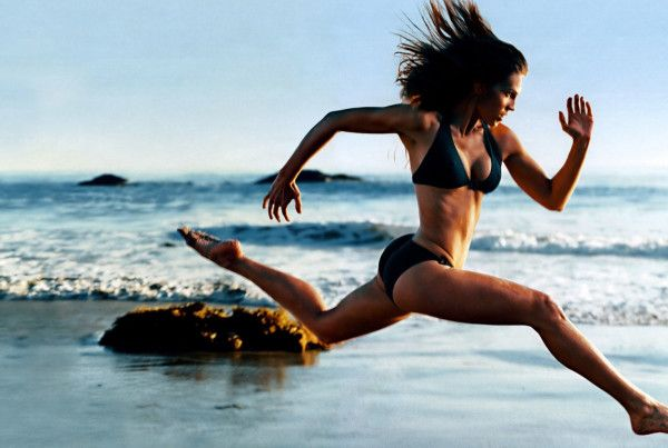 Do you have 30 seconds? Watch this one thing you can do in 30 seconds to gain more #energy. Hint... it's not coffee :-) girl running on beach | www.4hourbodygirl.com