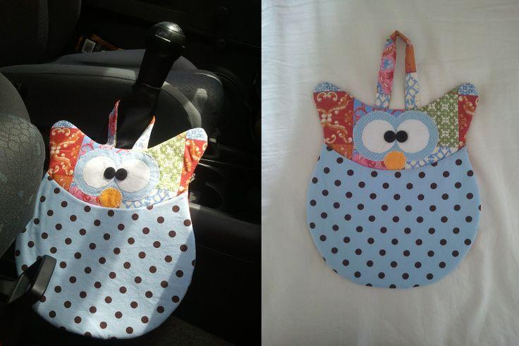 Lixinho para carro de Coruja - Artesã Ana Elgui - facebook: https://www.facebook.com/ana.elgui #coruja #artesanato #decoração #carro #lixinho #mimos