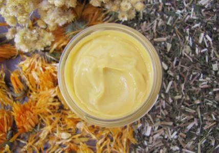Recette : Crème apaisante anti-rougeurs aux fleurs de Calendula et d'Immortelle - Aroma-Zone