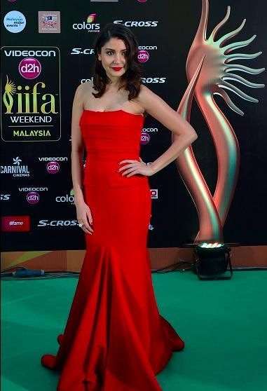 NH10 actress Anushka Sharma looked startling in red strapless Gauri and Nainika outfit with retro look hairstyle and finishing out her look with red lip. She looked simple and elegant!