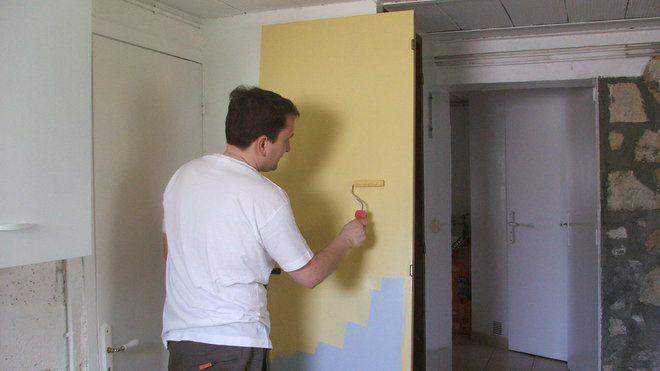 Etape 5 : Appliquer une couche de peinture glycérophtalique satinée ocre jaune au rouleau patte ...