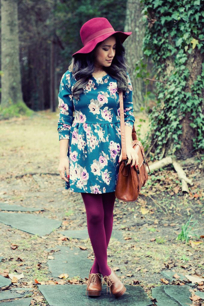 Dress burgundy oxford colored tights retro cute outfit blogger