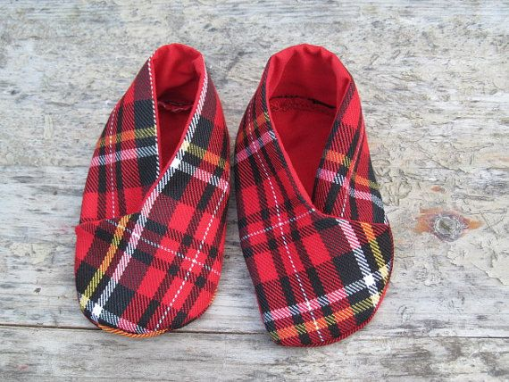 Baby booties. Stewart tartan wool fabric. Handmade. Fully lined with matching fabric. Size - sole length 4, fit up to 6 month approximately.