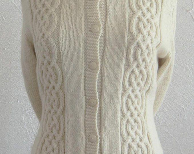 Veste - Gilet à manches longues - Femme - En laine - Motifs fantaisie à torsades - Coloris Écru - Tricoté à la main