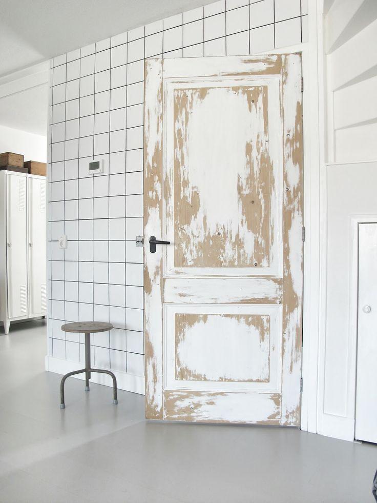 In een handomdraai je deur veranderen! Je leest het op http://www.stijlhabitat.nl/inspiratiezaterdag-no-52/ deurstickers, VT Wonen, Karwei, locker, barn, shed, ranch