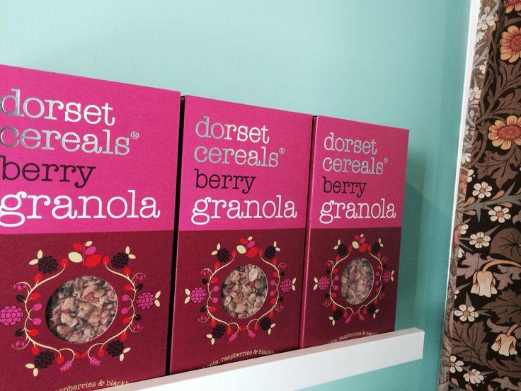 dorset cereals berry granola ドーセットシリアル ベリーグラノーラ