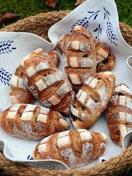 World Bread Day 2014: Herbstbrötchen mit Feigen, Rosinen und Walnüssen (Chili und Ciabatta) - http://back-dein-brot-selber.de/brot-selber-backen-rezepte/world-bread-day-2014-herbstbroetchen-mit-feigen-rosinen-und-walnuessen-chili-und-ciabatta/