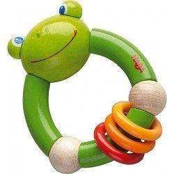 Coś dla niemowląt:)   Haba 5189 - Drewniana Grzechotka Gryzak Żabka - Wesoła i zielona rekomendowana od 10 miesięcy. Pomalowana bezpiecznymi farbami.   Posiada trzy okręgi które delikatnie stukają o siebie. Czy wszystkie z nich można gryźć?  Sprawdźcie sami:)  #zabawki #haba #grzechotka #gryzak #zabawka #haba5189 #dlaniemowlaka