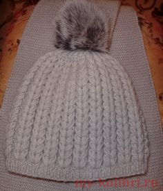 Вязание шапки спицами рельефным узором