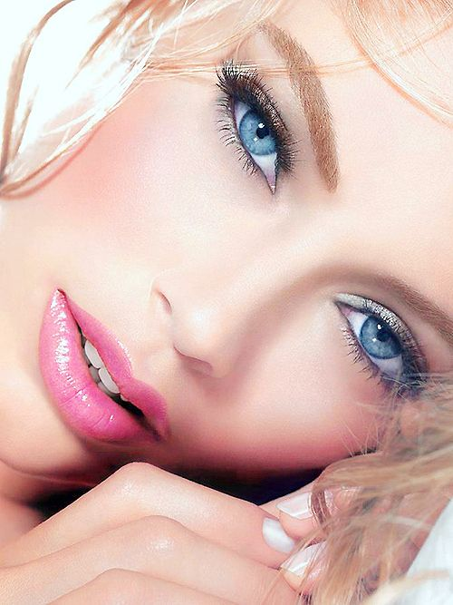 ::: Natural Makeup, Faces, Beautiful, Blue Eye Makeup, Pink Lips, Eyemakeup, Lips Colors, Natural Looks, Doutzen Kroes
