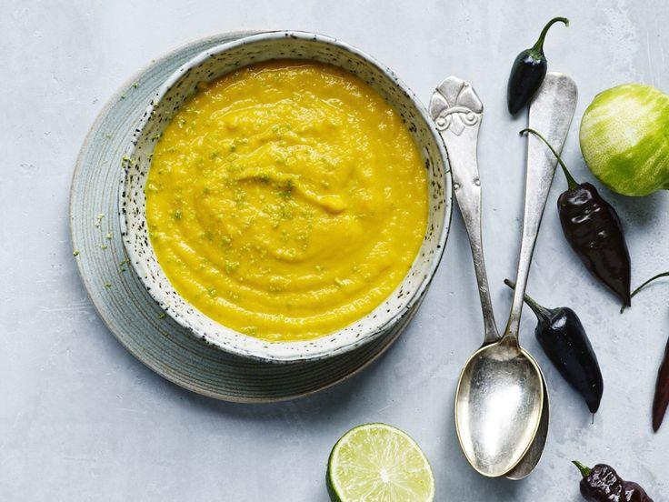 Lækker spicy gulerodrodssuppe med citrongræs og kokos inspireret af det Thailandske køkken.