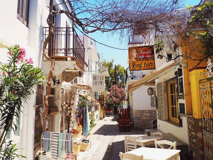 Get off the main drag in Skiathos Town for the best bars and boutiques