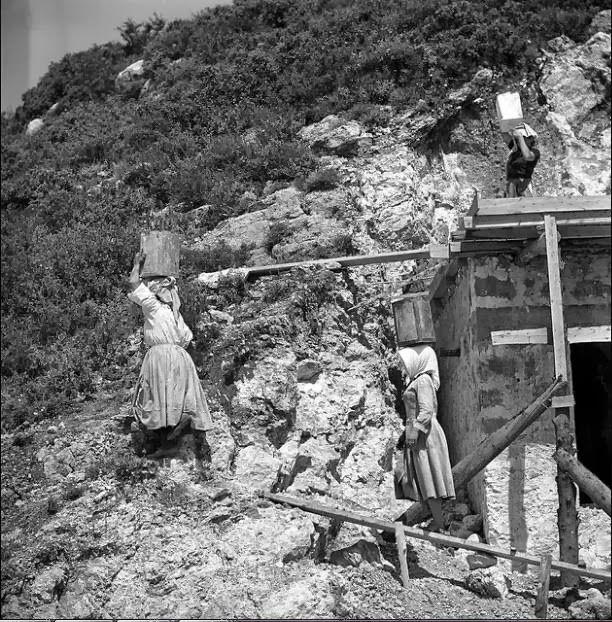 Corfu 1959 - Women building a house