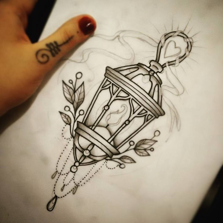 """sketchaway #tatuadoras #tattoosp #nagian #crosstattoo #crosstattoostudio #lamp… Mais"