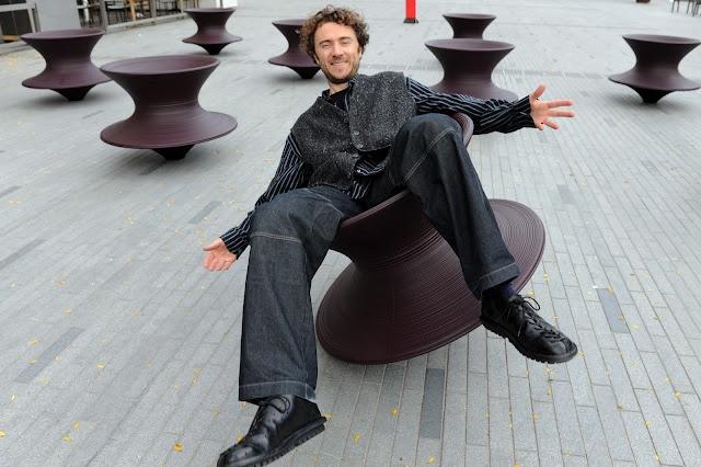 Design Chair - Spun - by Thomas Heatherwick - read more: http://myartistic.blogspot.com/2010/12/sedia-trottola-designer-thomas.html