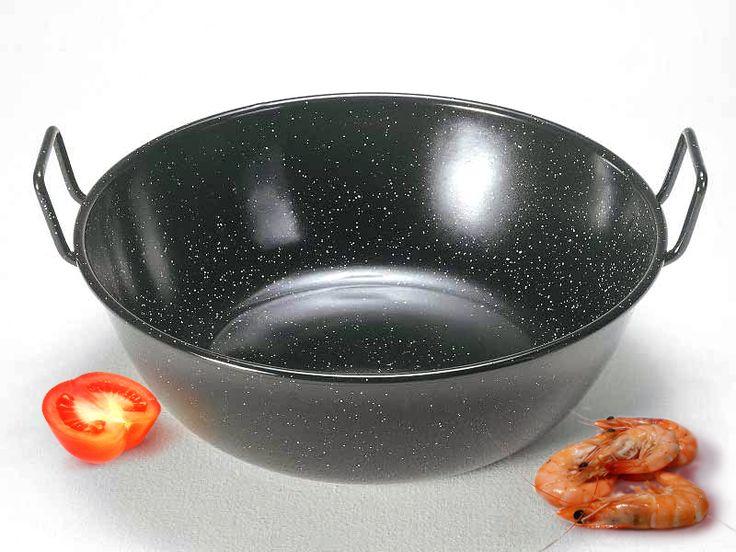 Una buena sartén honda es un elemento imprescindible en cualquier cocina que se precie. GARCIMA dispone de este modelo esmaltado con asas que se puede adquirir en http://www.tiendacrisol.com/tienda.php?Id=2943 desde 2,43€ la unidad.