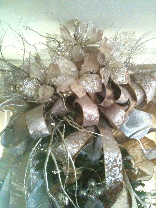 Lovely silver and gold Tree Topper!!! Bebe'!!! Love the mix of silver, gold, and gold brocade ribbon!!! Just lovely design!!!