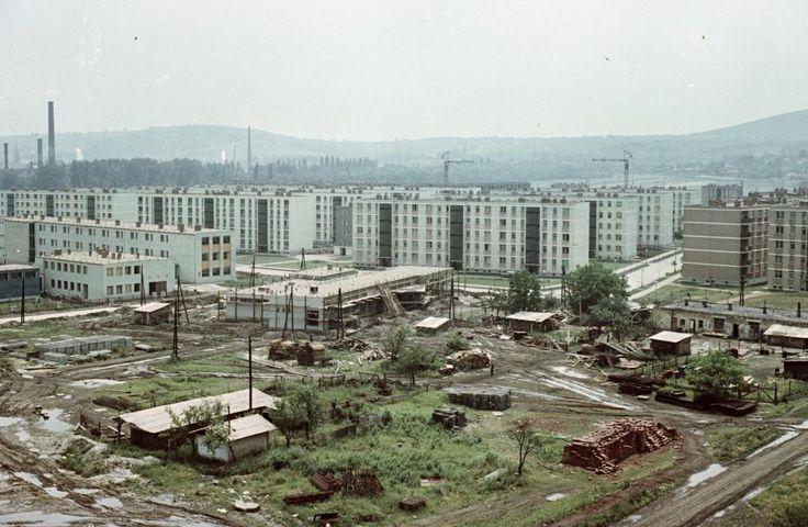 Kilián-dél, Könyves Kálmán utca az épülő Kandó Kálmán utca felől, szemben a Gagarin utca torkolata. 1965