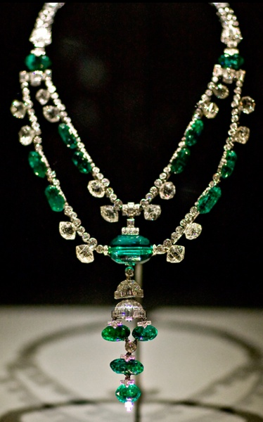 Inquisition Necklace: a variation of the necklace belonged to Spanish royalty and was later worn by ladies of the French court. The necklace was purchased by the Maharaja of Idore in the early twentieth century. In 1948, Harry Winston purchased the necklace from the Maharaja's son.