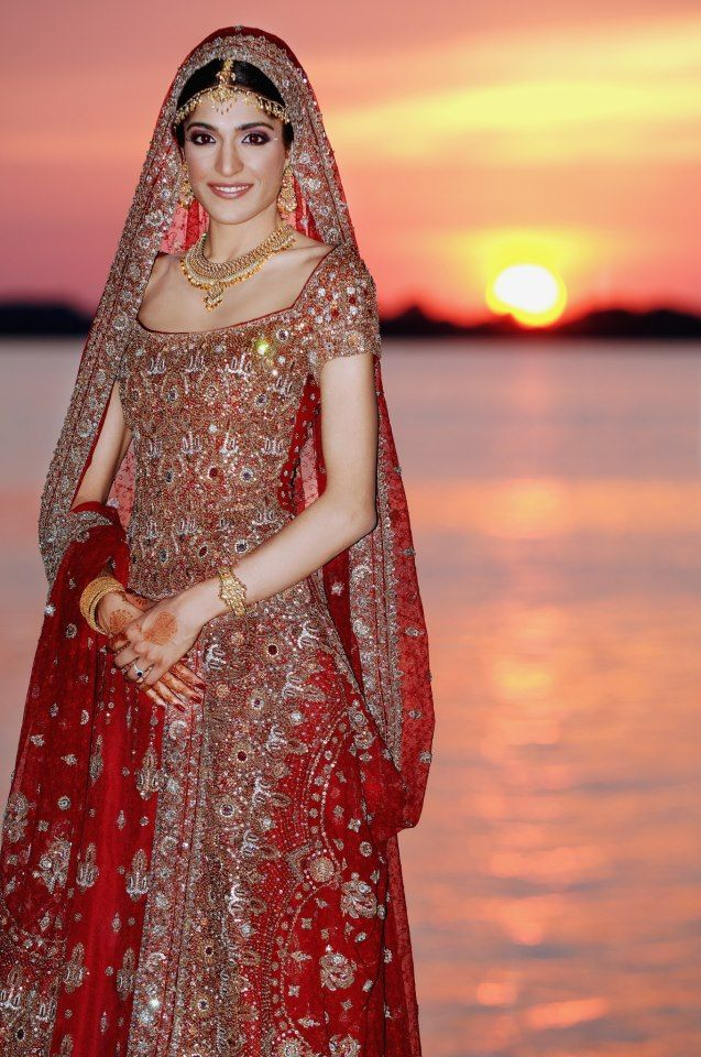 Gorgeous, desi wedding lengha - Outfit #desi #indian #pakistani #southasian #wedding #fashion #red