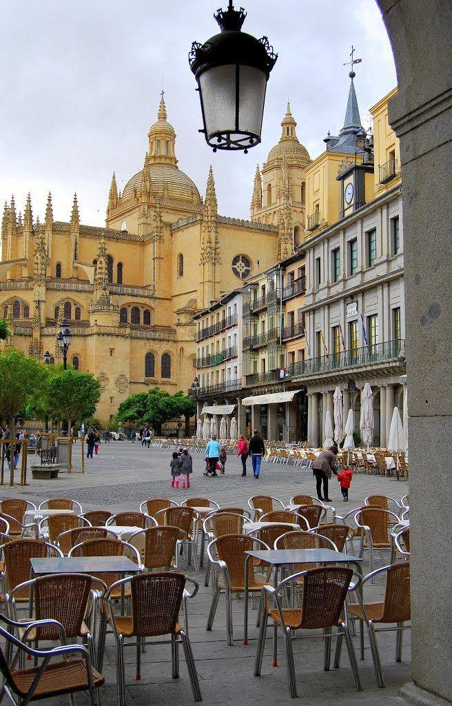 Plaza Mayor y Catedral de Segovia / Spain (by Roberto Díaz).