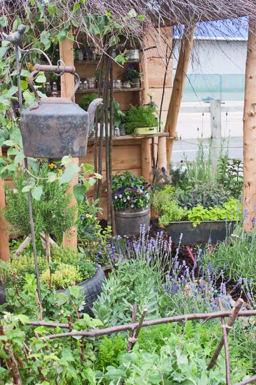 Gate kettle bell idea    (Georges-Marvellous-Garden-BBC-Gardener's-World-Live-2012-Flowerona)