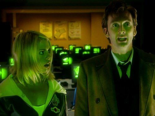 Still of Billie Piper and David Tennant in Doctor Who (2005)