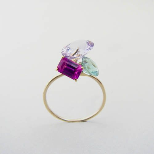 Multi gem ring!! Great little statement for any outfit. Check out more styling tips at Heatherraemitchell.com                                                                                                                                                                                 もっと見る