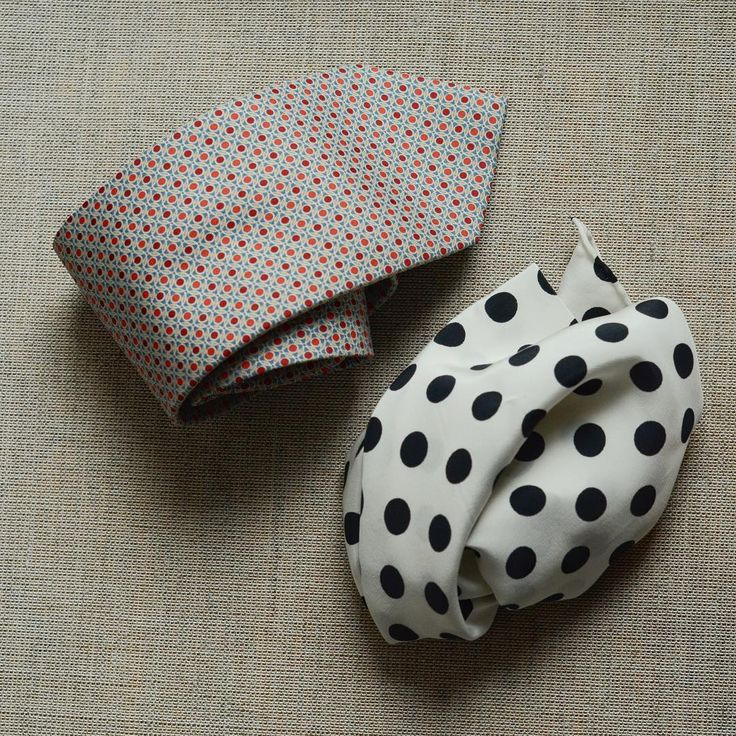 White #polkadot #pocketsquare goes well with #tie with smaller motif and almost any suit!   #styleadvice #polkadots #tiegame #silkpocketsquare #italiansilk #dappergent #gentleman #luxuryfashion
