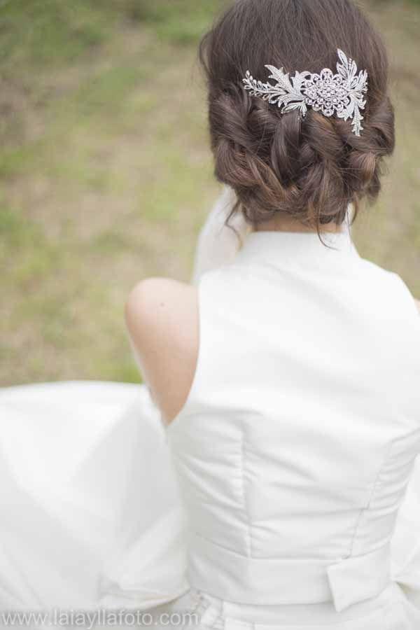 Casquete/ peineta de novia (disponible próximamente en nuestro catálogo online, aunque si estás interesada y no puedes esperar, puedes contactar con nosotras para obtenerlo ya!)